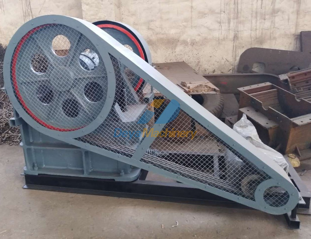 Jaw crusher PE250x400 - Painting and installation of safeguards
